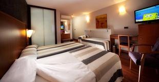 Doppelzimmer mit Zusatzbett - 1 oder 2 Einzelbettenor 2 twin beds +Freier Zugang zum Spa Hotel Nuevo Torreluz